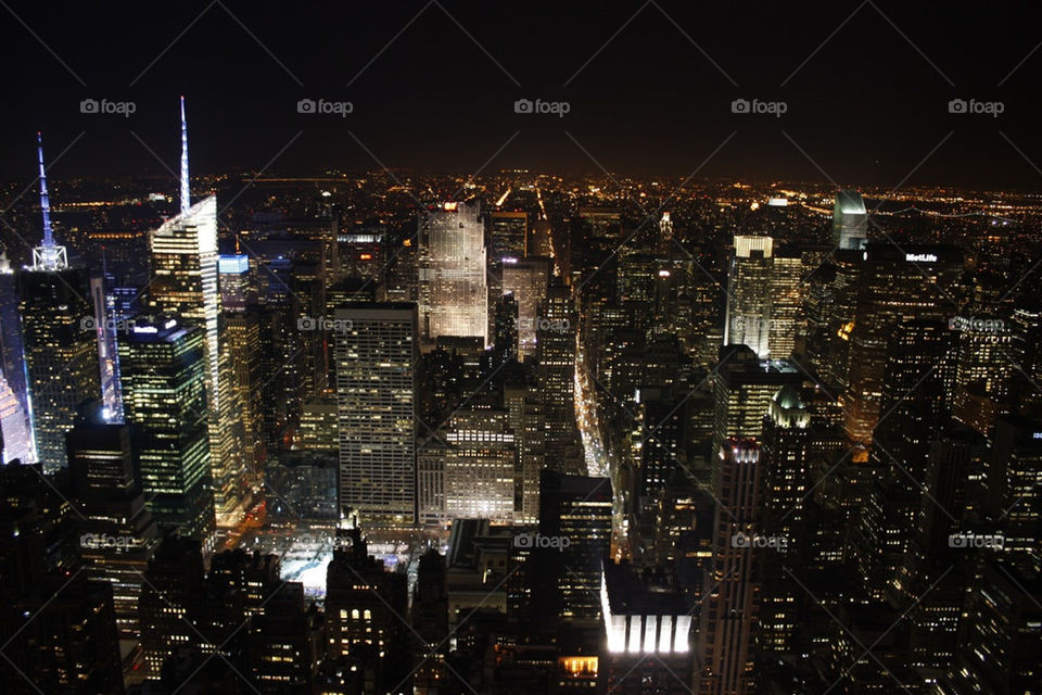 square ny night building by ulanderdennis