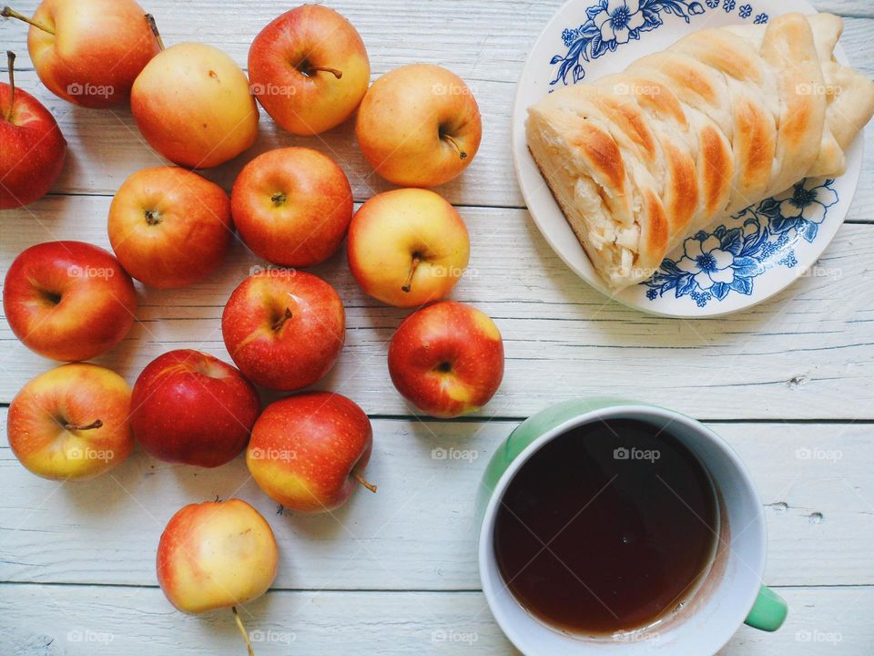 Apple pie, apples and Cup of tea