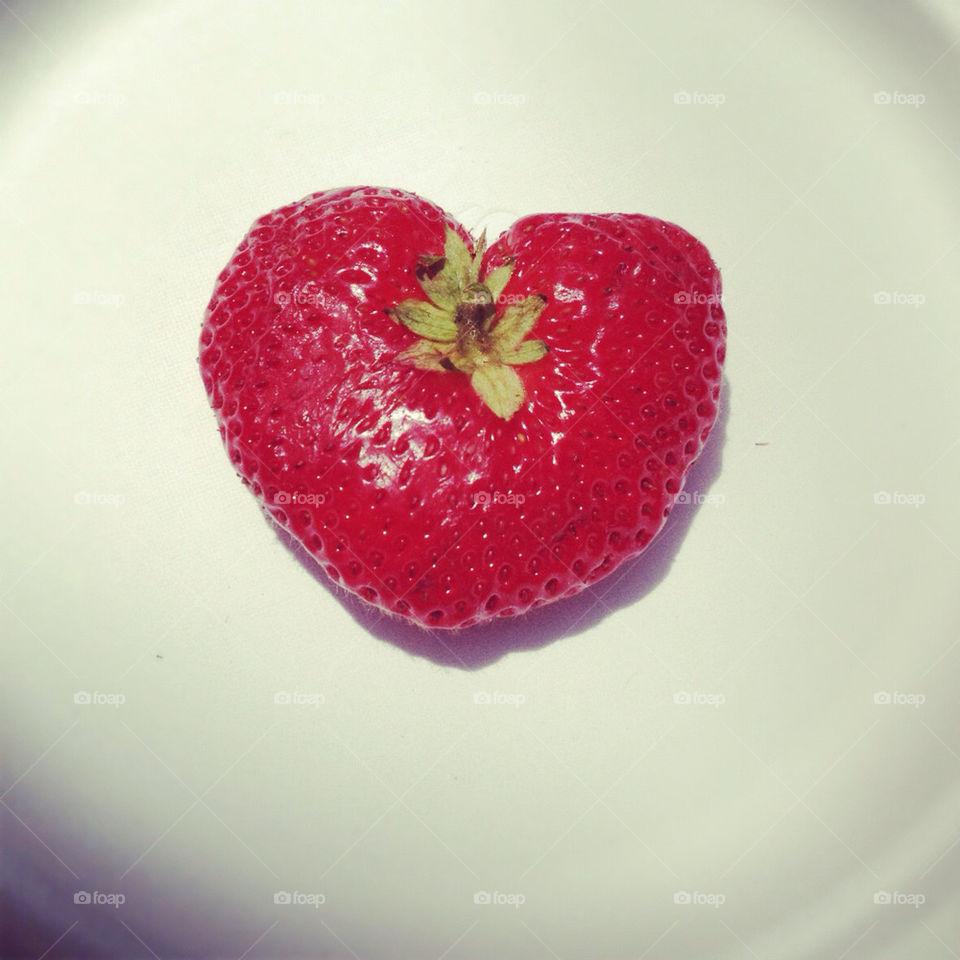 heart love strawberry cute by skrank