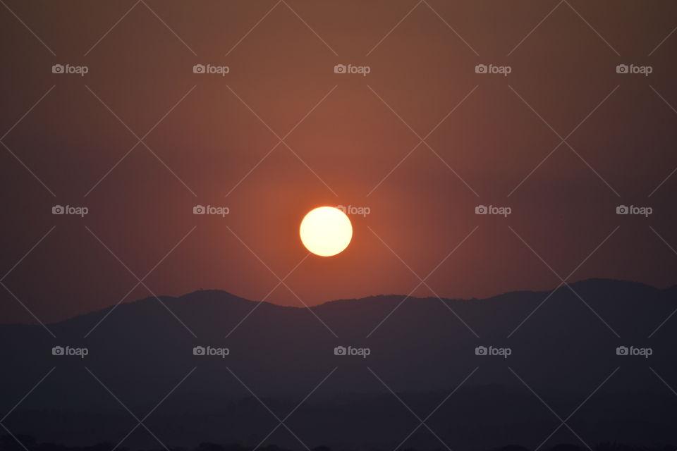 Beautiful sunset between the mountains!