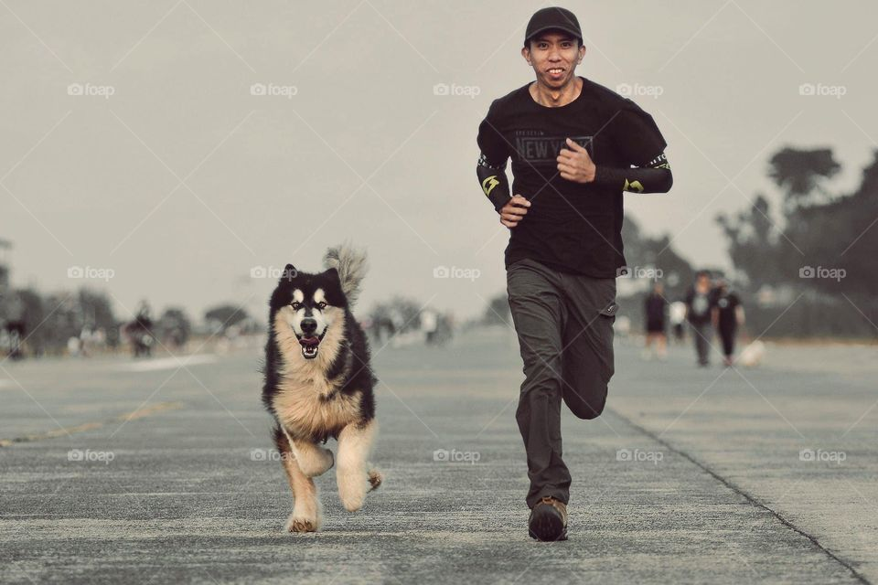 We are on the move with my dog pedro! We love running together..
