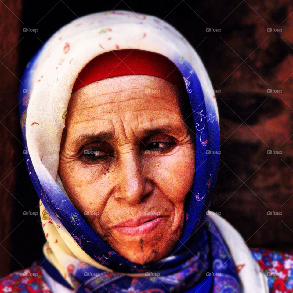 smile old desert lady by hofit25