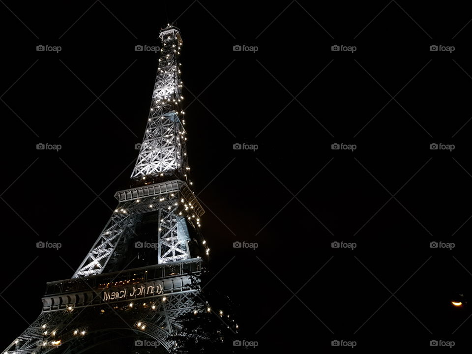 Eiffel Tower illuminated in the middle of the night.