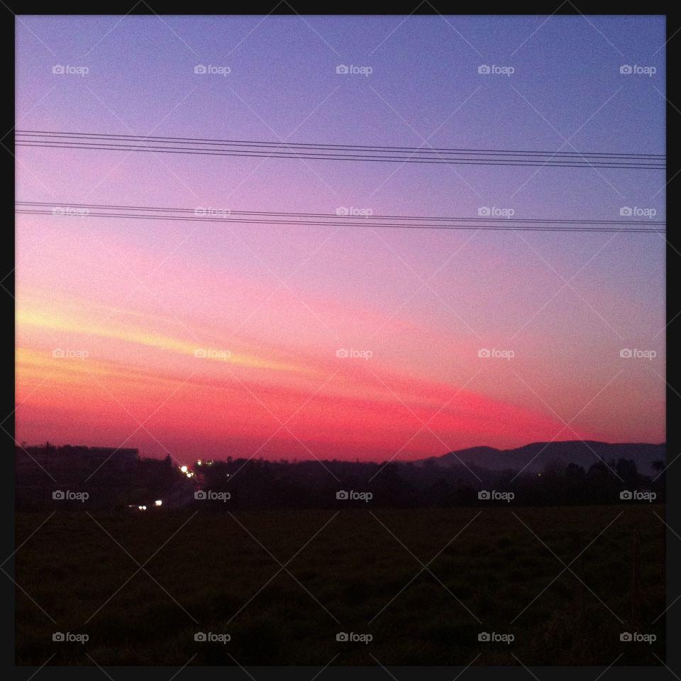 🌅Desperte, #Jundiaí, com o seu infinito colorido! Ótima #SextaFeira a todos.  🍃 #sol #sun #sky #céu #photo #nature #morning #alvorada #natureza #horizonte #fotografia #paisagem #inspiração #amanhecer #mobgraphy #mobgrafia #FotografeiEmJundiaí