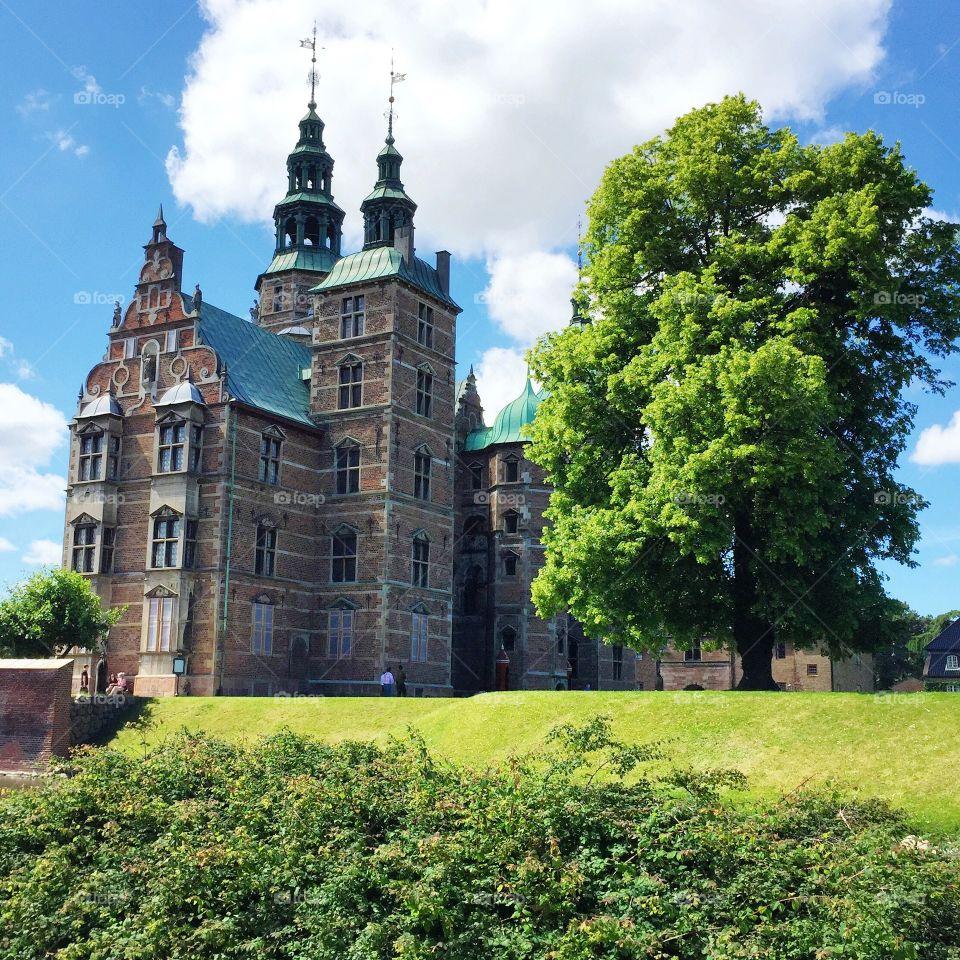 Rosenborg slot in Copenhagen . A beautiful old castle in Kongens Have, Copenhagen, Denmark.