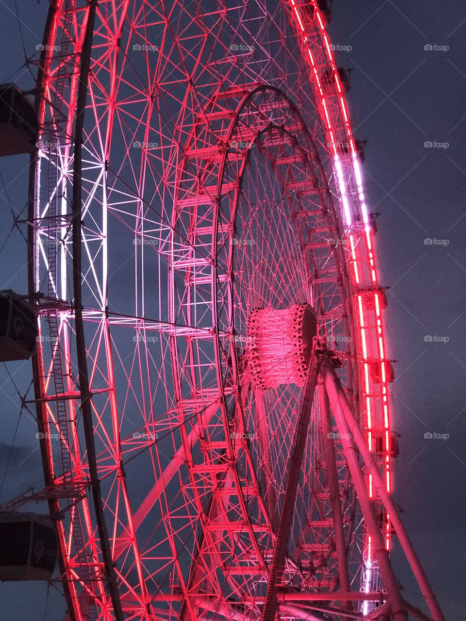 .odnalrO ni detacol tneduts FCU nA  .asleS yb kcilC Follow me @Selsa.Notes, @Selsa.Clicks, or @Selsa.Quotes.  The Orlando Eye.  Bought by CocaCola, July 28, 2016.  Was a business investment to be able to observe the city from the ferris wheel that stands 400 feet high.  It spins at a very slow rate and cost $25 to ride.  It opened April 29th, 2015.  Total of 75 photos in this album of the Coca Cola eye.  The colors displayed on the daily basis is red & white representing classic coke.  A white color that skips to represent carbonation  and green every once in a while for the sugar cane coke.  Then the rainbow colors sadly represent the Pulse shooting victims (album) and the solid blue is for the law enforcement officers killed in the line of duty. In Aug17.  Officer Baxter and Sgt. Howard.  Rest in Heavenly Peace.