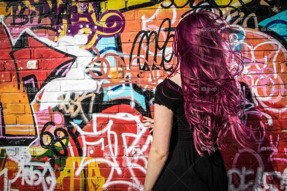 Girl in front of Graffiti