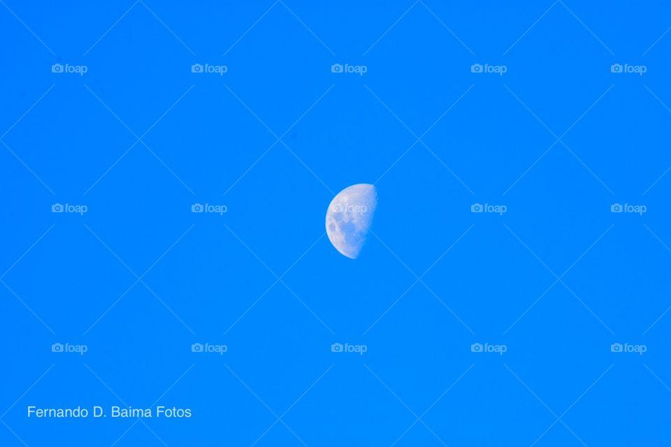Me encanta sacarme fotos a la luna y esta vez no es la excepción