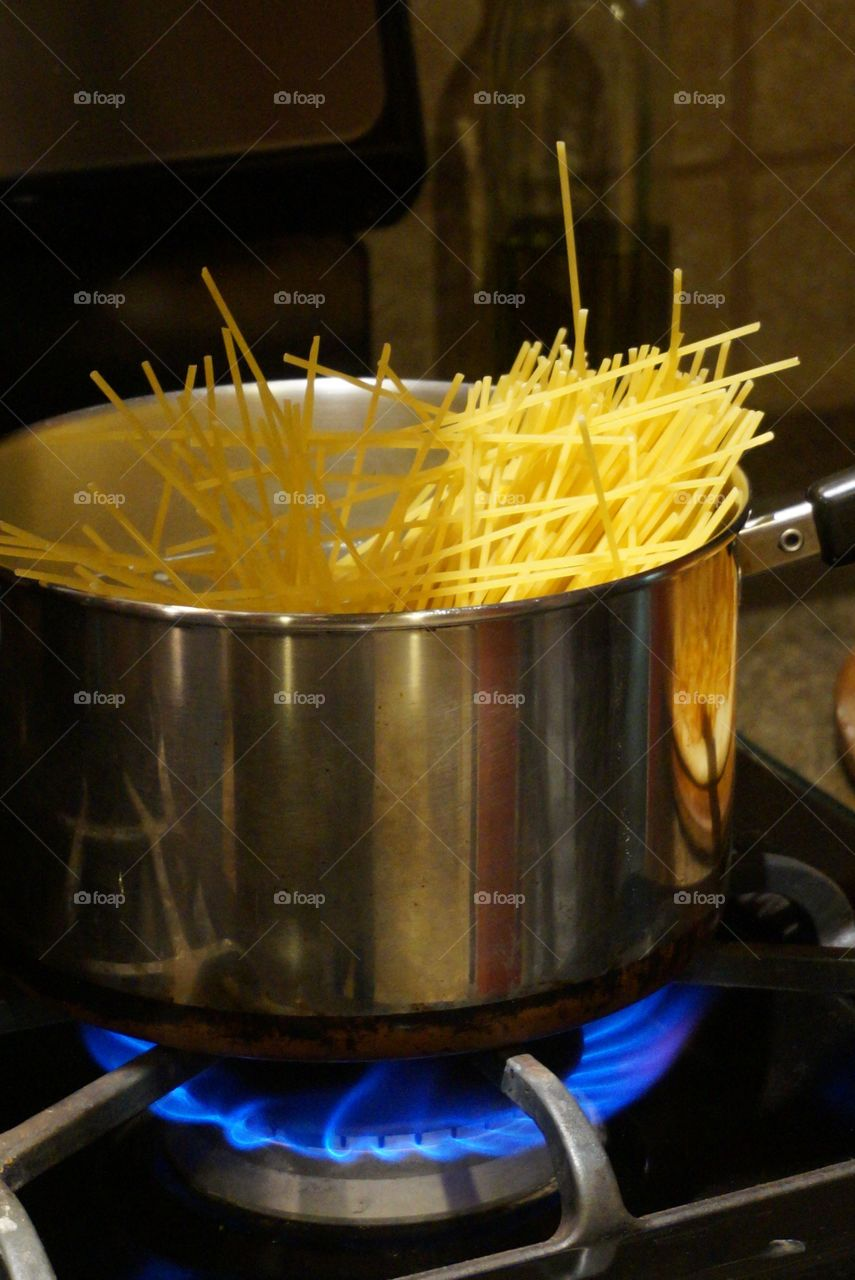 Pasta in the pot of boiling water