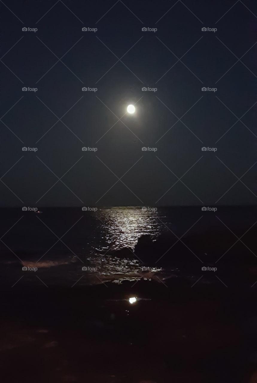 moon sea riflesso