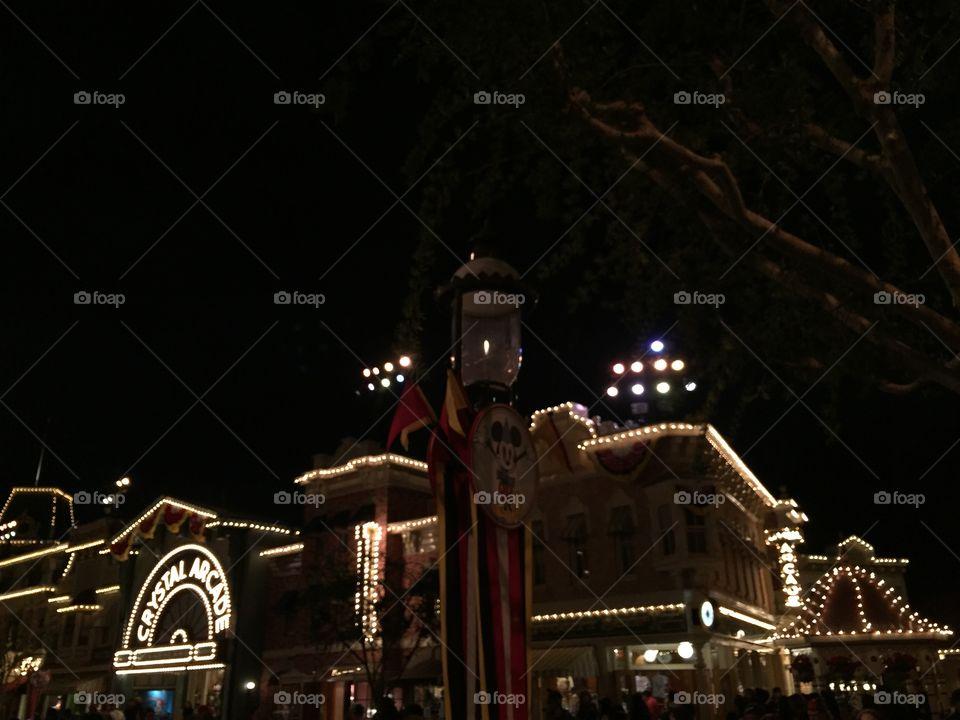 Crystal Arcade Main Street. Disneyland, Anaheim In California. 1930's Vintage Fair. Vintage Carnival Decór.