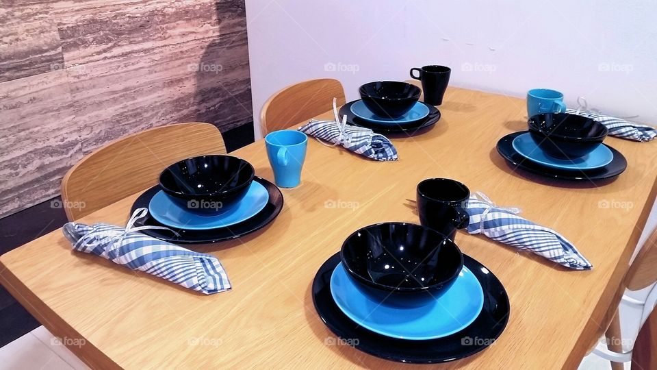 Table setting. blue black color combinations