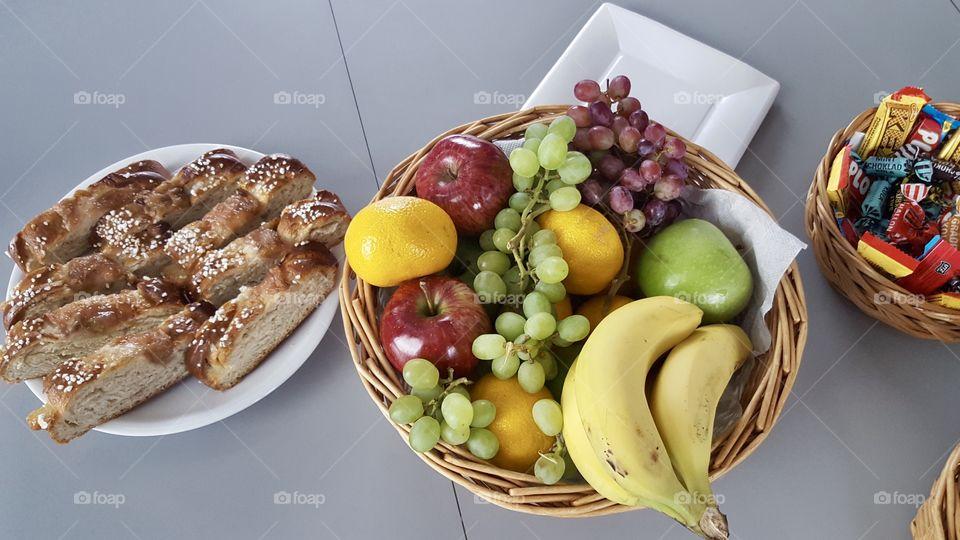 Cravings , cinnamon buns, fruit, candy - kanelbullar frukt godis mellanmål