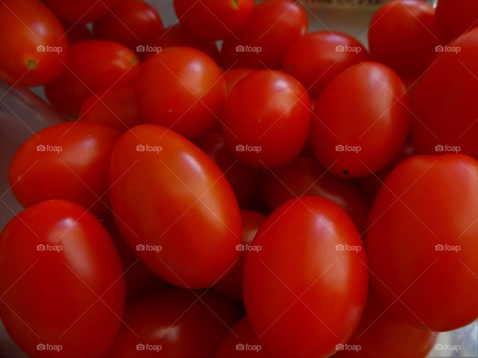 red cherry tomatos