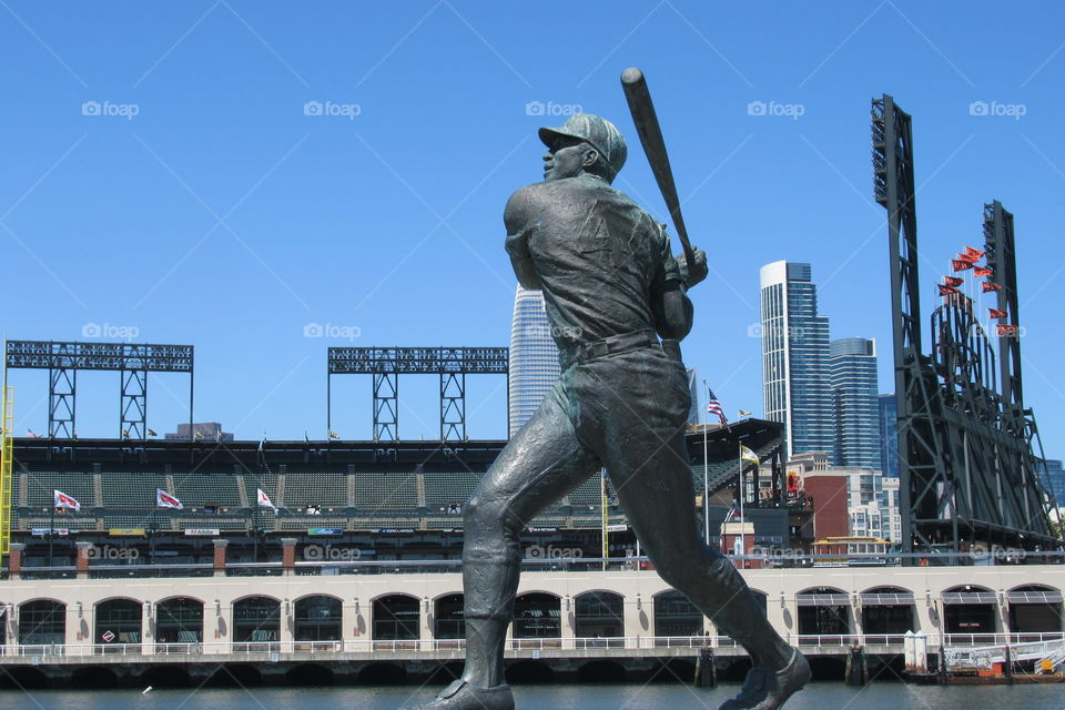 Willie McCovey  statue with ATT park in background